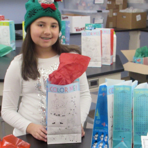 Middle School Students & Staff Spread Holiday Cheer