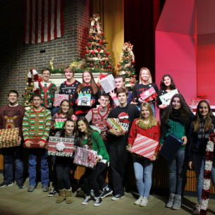 "HHS Choirs ""On Tour"" this Holiday Season; Concert Set for Dec. 6"
