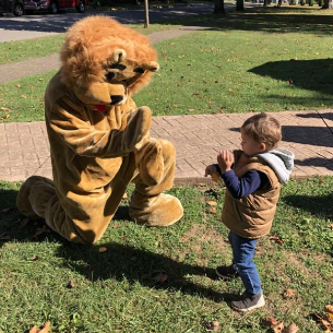 "Highlands Students, Retirees Participate in ""A Lion's Tale"" Book Walk"
